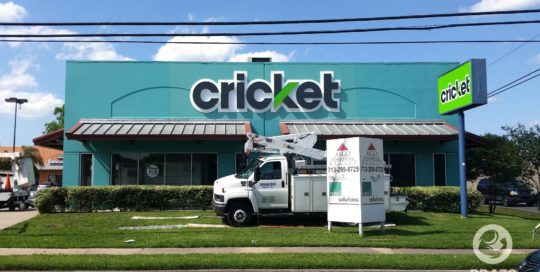 business-sign-cricket-store-illuminated-channel-letters-houston-texas