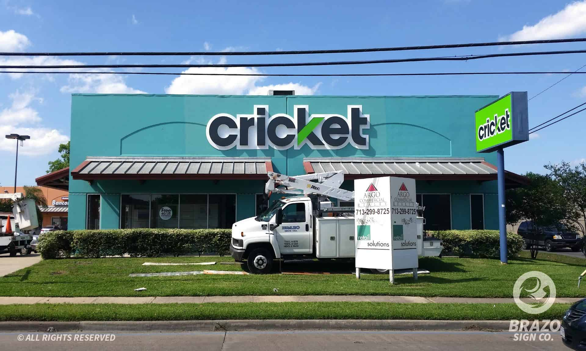 cricket-store-pylon-sign-houston-texas