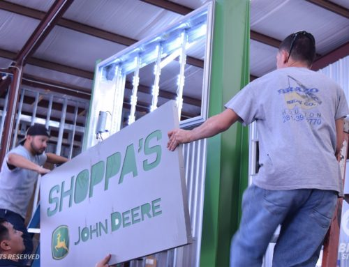 Brazo Sign Co. & John Deere Team up for Houston Livestock Show & Rodeo
