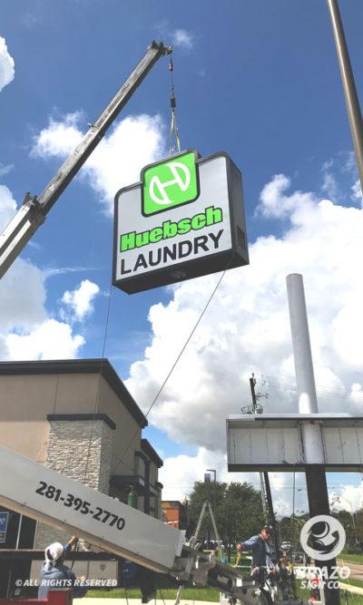 huebsch-laundry-flex-face-pylon-sign-baytown-texas