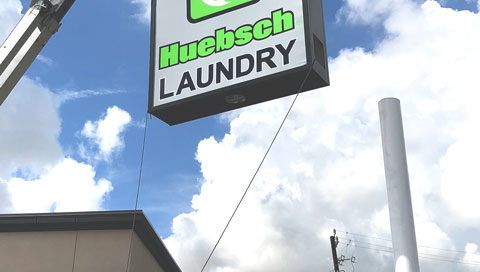 huebsch-laundry-flex-face-pylon-sign-baytown-texas