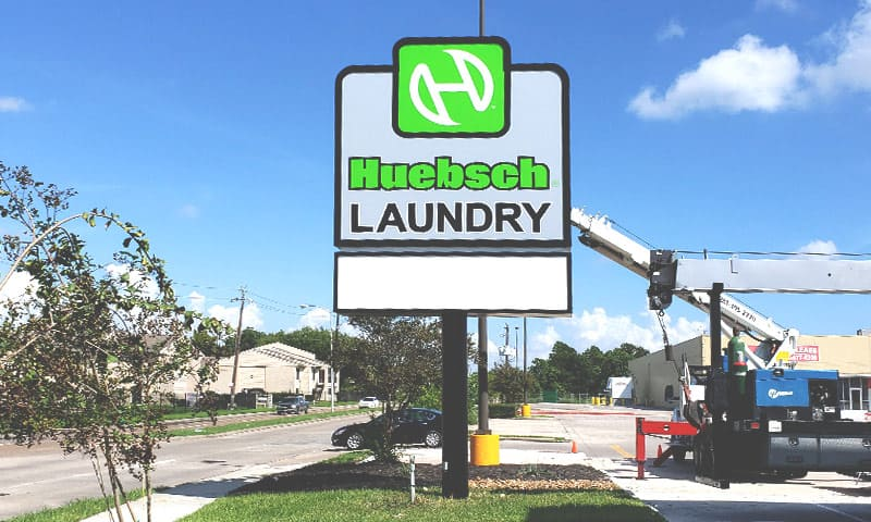 huebsch-laundry-flex-face-pylon-sign-baytown-texas-thumbnail